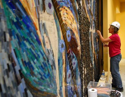 Gwen works on a piece at Mohegan Sun in Uncasville, CT.